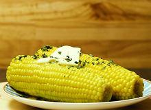 Czy jest co� prostszego ni� kolby kukurydzy z mas�em?  - ugotuj