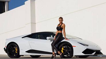 Lamborghini Huracan i modelka