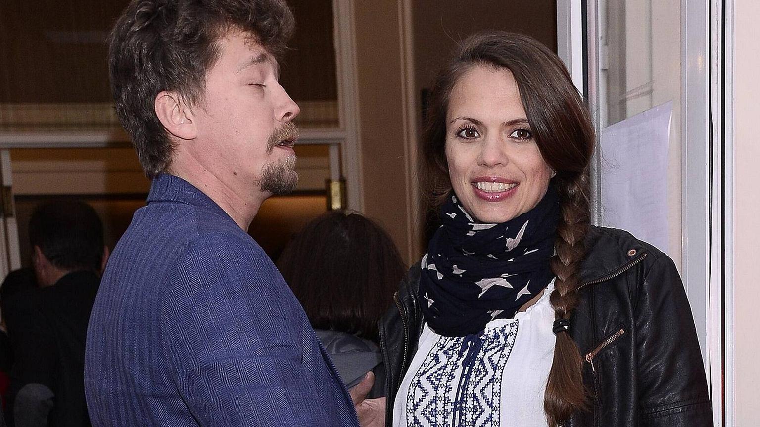 Mini Cooper Usa >> Bartosz Obuchowicz z żoną na premierze w teatrze. Uwagę ...