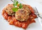 Kotlety gryczane z sosem pomidorowym