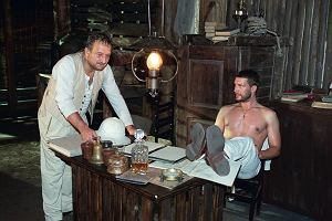 """Teatr Telewizji: """"Lord Jim"""". Michał Żebrowski, Piotr Fronczewski i Gustaw Holoubek w adaptacji powieści Josepha Conrada"""