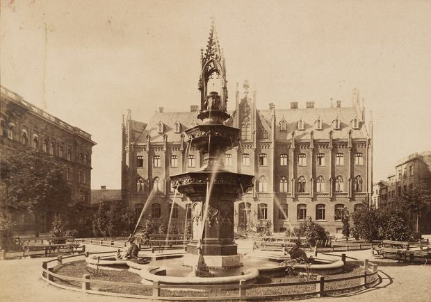 Po zbudowaniu wodociągów i kanalizacji wskaźnik śmiertelności w Gdańsku spadł o połowę. Symbolem zakończenia prac było uruchomienie na Targu Maślanym neogotyckiej fontanny, której fundatorem był budowniczy wodociągów Alexander Aird. Umieszczono na niej podobiznę Leopolda von Wintera