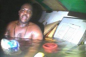 Przeżył 60 godzin w zatopionym statku. Ratownicy byli zaskoczeni, że żyje [ZOBACZ WIDEO]