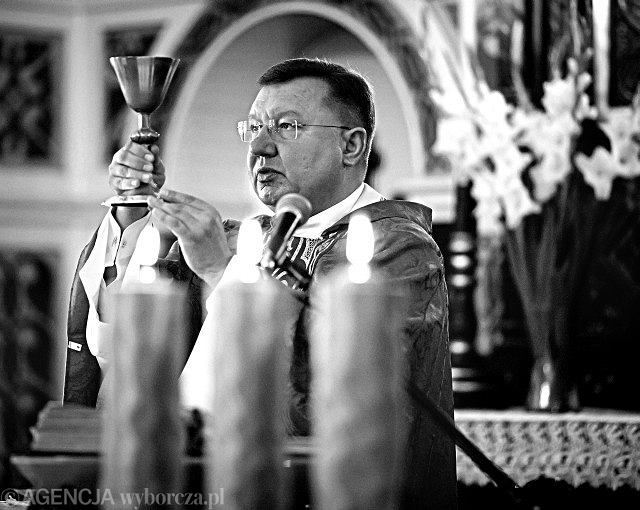 Ksiądz Jacek Stasiak odprawił w niedzielę mszę mimo zakazu arcybiskupa
