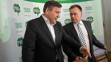 Janusz Piechociński i Adam Struzik podczas konwencji PSL (Warszawa, 29 sierpnia 2015 r.). Struzik jest najpoważniejszym kandydatem na nowego szefa ludowców