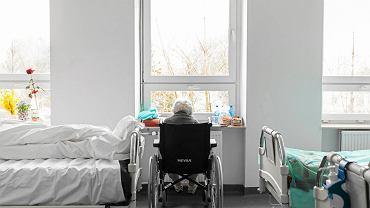 Oddział Geriatryczny Narodowego Instytutu Geriatrii, Reumatologii i Rehabilitacji w Warszawie. Projekt sieci szpitali nie uwzględnia ogromnych potrzeb chorych w starszym wieku. Jeśli wejdzie w życie, znikną i tak nieliczne oddziały geriatrii.