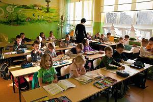 Najnowszy raport o polskich dzieciach. Mniej skrajnej biedy, ale wciąż wiele samobójstw