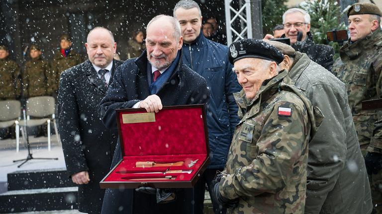 Przekazanie karabinków GROT Wojskom Obrony Terytorialnej
