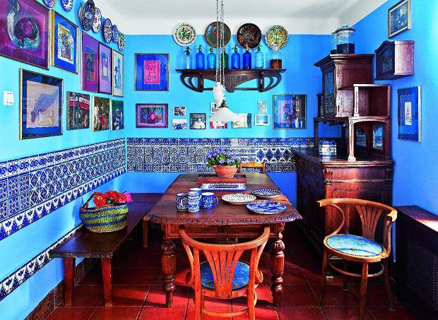 Wzorzyste płytki w roli obrazów (lub dywanów) - niebanalna i bardzo wyrazista dekoracja.