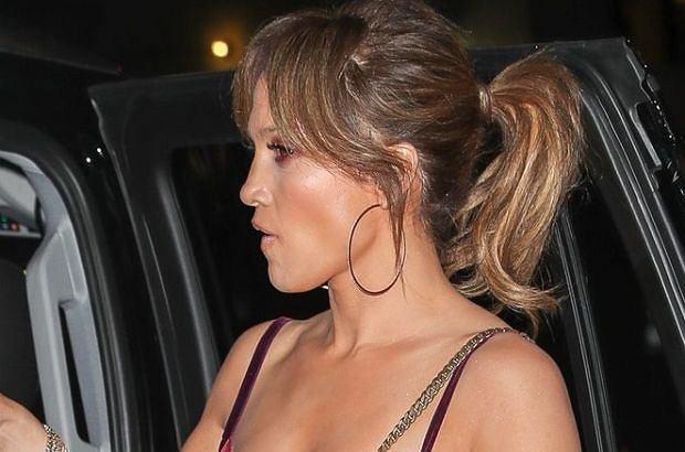 Jennifer Lopez wybrała się na randkę z Alexem Rodriguezem. W takiej kreacji równie dobrze mogłaby iść na czerwony dywan.