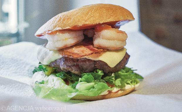t04.02.2015 Poznan , ul. Dluga . Burger House . Jesse James Shrimp Burger . Fot. Lukasz Cynalewski / Agencja Gazeta