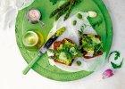 Grzanki z grillowanymi szparagami i past� z bobu