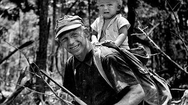Ozana Halik (na plecach Tony'ego): - Przez pierwsze dwa i pół roku mojego życia byłem w podróży. Ameryka Środkowa, 1960 r.