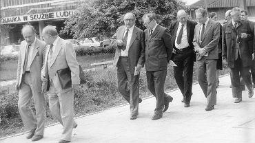 Rektorat 1984 r. Rektor Cackowski oprowadza delegację zagraniczną