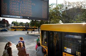 http://bi.gazeta.pl/im/45/3d/f7/z16203077M,Elektroniczne-tablice-na-jednym-z-przystankow-w-Gl.jpg