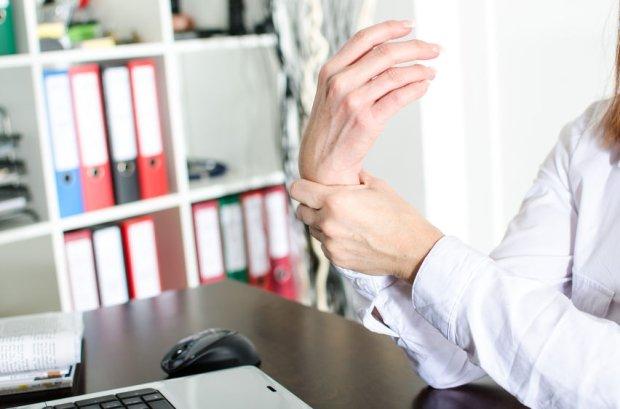 Dlaczego ciągle masz obolały nadgarstek i zdrętwiałe palce?