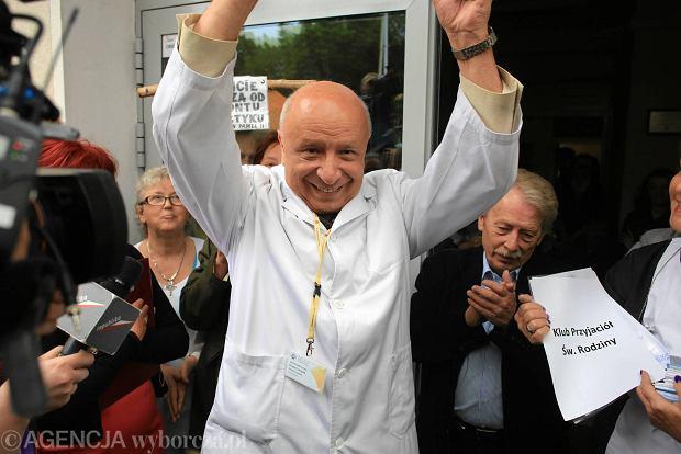 Pikieta poparcia dla profesora Chazana pod szpitalem św. Rodziny przy ul. Madalińskiego