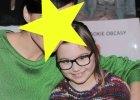 Ta urocza okularnica w swetrze za 500 z�otych to c�rka znanej aktorskiej pary