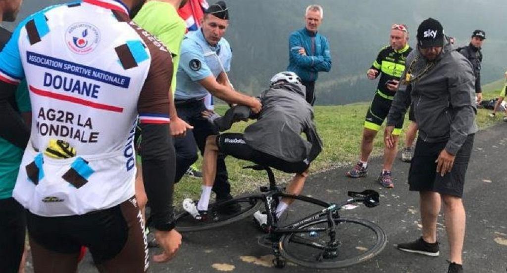 Policjant zaatakował Christophera Froome`a po zakończeniu 17. etapu Tour de France