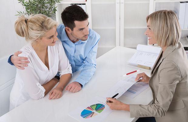 O kredyt łatwiej się starać osobom mających regularne miesięczne dochody, a nie jeden większy co kilka miesięcy