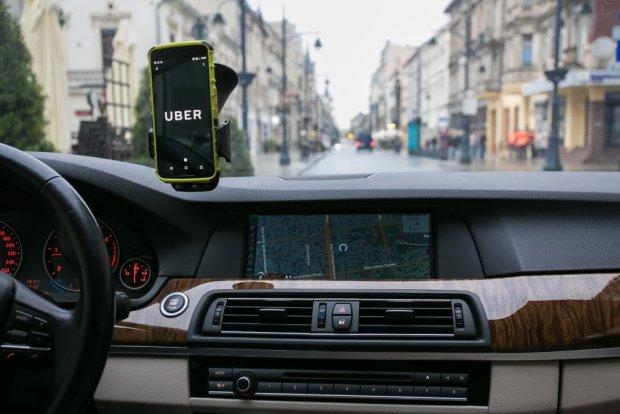 Miasto pomo�e ��dzkim taks�wkarzom w walce z Uberem?