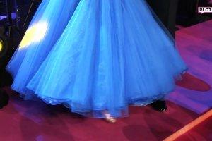 Cleo w niebieskiej sukni. Wygl�da jak prawdziwa ksi�niczka!
