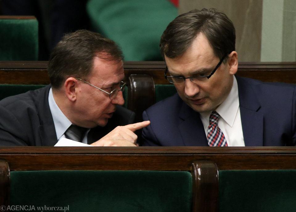 Koordynator służb specjalnych Mariusz Kamiński i minister sprawiedliwości Zbigniew Ziobro