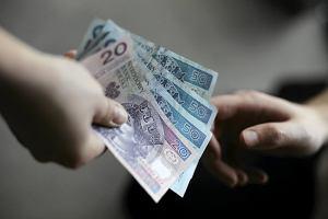 MSWiA chce obni�y� emerytury by�ym esbekom. Jest g�rna granica �wiadcze�. Ile wyniesie?