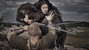 Narracje o okrutnych żeńskich wikingach walczących u boku mężczyzn pojawiały się już w średniowieczu. I choć powtarzały się w sztuce i w poezji, to jednak te wojowniczki uchodziły za postaci mitologiczne