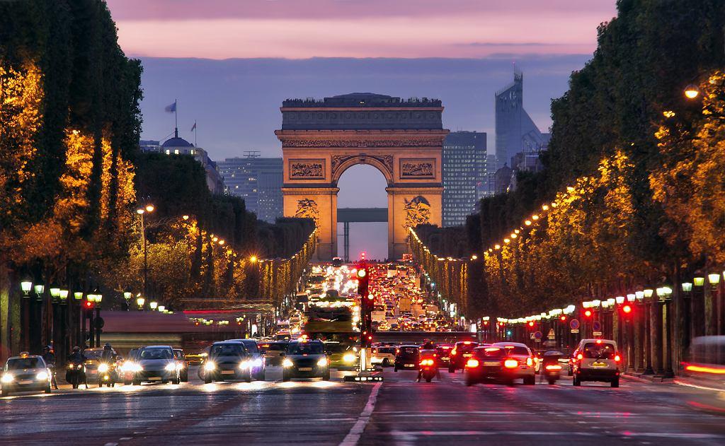 Zatłoczone Pola Elizejskie, Paryż
