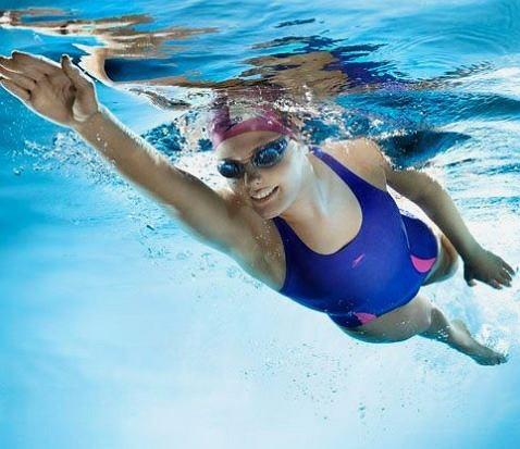 Trening pływacki doskonale rozładowuje stres