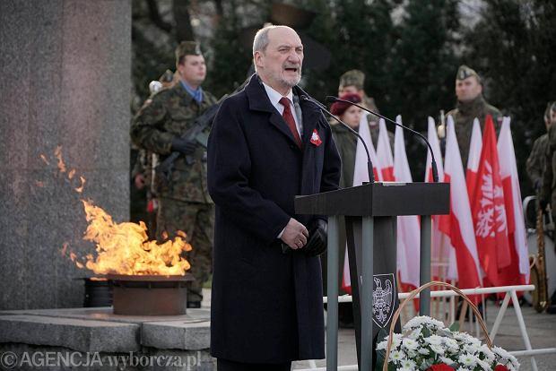 Minister Antoni Macierewicz podczas obchodów 97 rocznicy wybuchu powstania wielkopolskiego