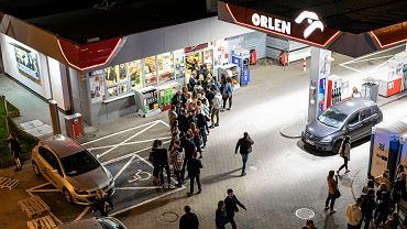 Niedziele handlowe 2018. Zakaz handlu w niedzielę przyniósł realne zyski dla stacji benzynowych