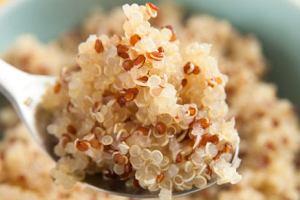 Quinoa (komosa ryżowa) - białko, błonnik i antyoksydanty [5 PRZEPISÓW]