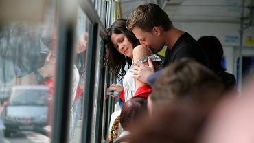 Romantyczna przejażdżka autobusem, fot. YanLev/shutterstock.com