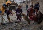 Wystaj�ce ko�ci, wzd�te brzuchy. Ponad po�owa afga�skich dzieci jest op�niona w rozwoju z powodu niedo�ywienia
