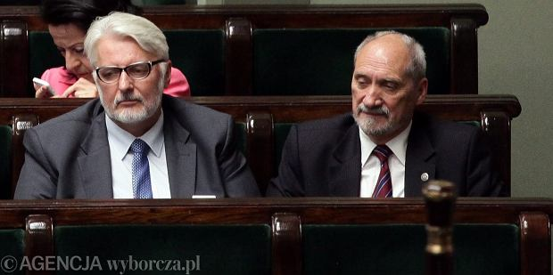 Ministrowie spraw zagranicznych Witold Waszczykowski i obrony Antoni Macierewicz