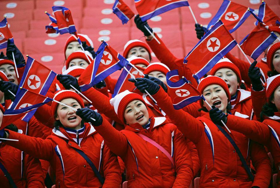 Kobiety wysłane przez reżim, by kibicowały północnokoreańskim sportowcom na igrzyskach w Pjongczangu