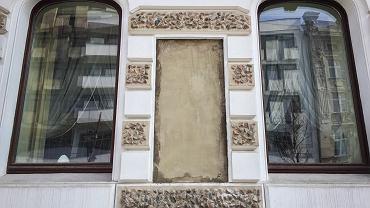 Z budynku Urzędu Wojewódzkiego przy ul. Piotrkowskiej 104 zdjęto tablicę upamiętniającą komunizm