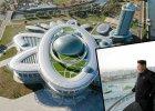 Takie rzeczy tylko w Korei P�nocnej. Kim Dzong Un otwiera budynek w kszta�cie atomu [ZDJ�CIA]