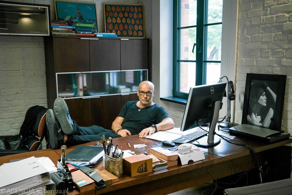 Karol Fiedor w swoim biurze