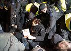 """Sympatyk KOD-u: """"Stańmy w kolejce pod komendą policji, nie dajmy się zastraszyć"""""""