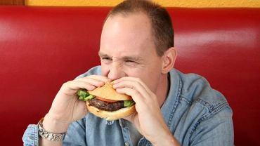 Ogromny apetyt, zmiany skórne oraz cukrzyca to jedne z bardziej charakterystycznych objawów zespołu Cushinga