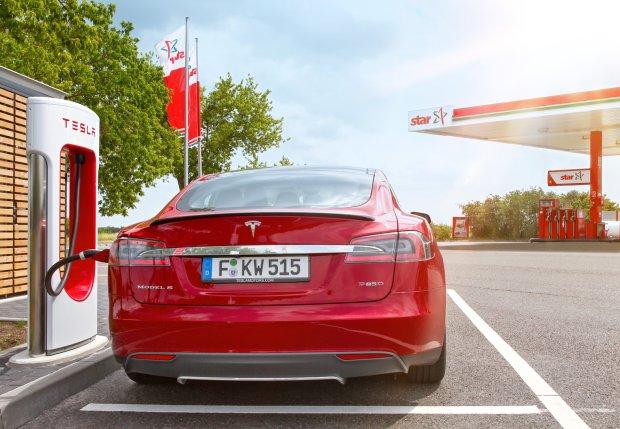 Niełatwy byt aut elektrycznych. Problem to nie tylko brak infrastruktury