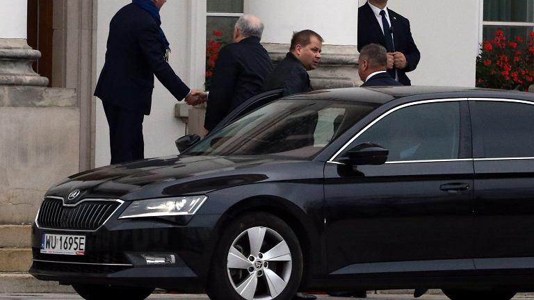Przed spotkaniem Duda-Kaczyński prezydencki minister wita szefa PiS