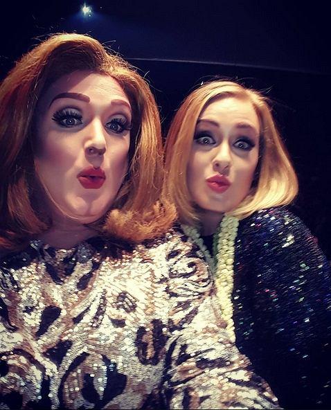 """Co jest lepsze od Adele? Dwie Adele! Artystka przerwała koncert na swojej trasie """"Adele Live 2016"""", aby zaprosić na scenę swojego sobowtóra."""