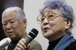 Kilkadziesi�t lat temu Korea P�nocna porwa�a im c�rk�. Dzisiaj spotykaj� si� z wnuczk�