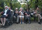 Na Mokotowie złożono wieńce, zapalono znicze przed pomnikiem Mokotów Walczy 1944 w parku im. gen. Gustawa Orlicz-Dreszera