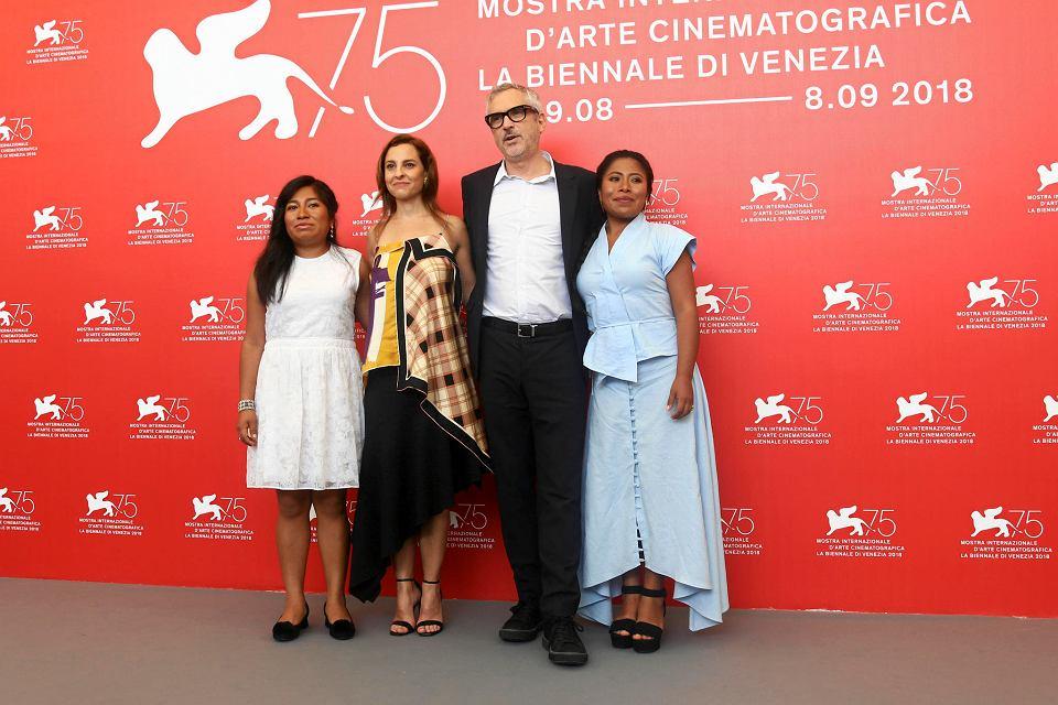 Festiwal w Wenecji. Ekipa filmu 'Roma': aktorki Nancy Garcia, Marina de Tavira i Yalitza Aparicio oraz reżyser Alfonso Cuarón