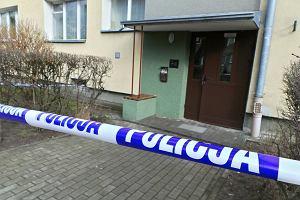Warszawa. M�czyzna zg�osi� si� na policj� i powiedzia�, �e zabi� kobiet�. Policjanci znale�li zw�oki z odci�t� g�ow�
